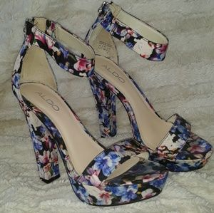 Floral print high heels zipper backs